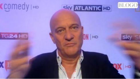 Claudio Bisio fa un gesto come dire
