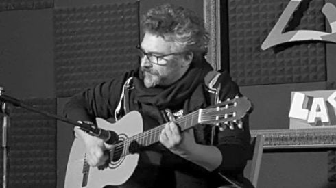Alessio Tagliento with guitar