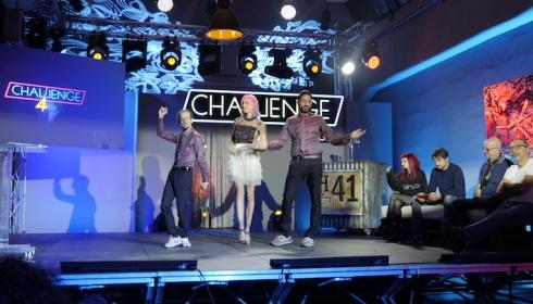 Un frame da Challenge 4, con conduttori e panelist